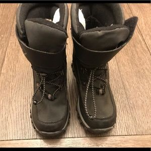 Boys size1 snow boots